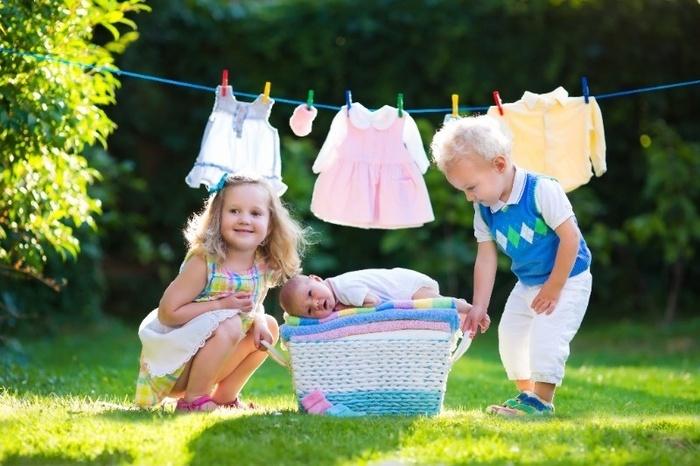 Bỏ vào tủ lạnh, dùng chanh hoặc giấm...là những cách loại bỏ vết nhựa cây dính trên quần áo - Hình 5