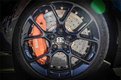 Siêu xe Bugatti Chiron giá 65 tỷ với vân carbon xanh navy - Hình 4