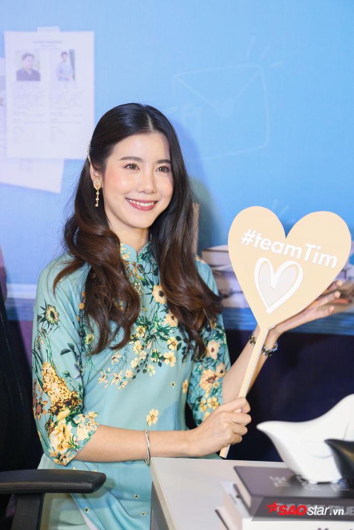 Esther Supreeleela diện áo dài cực đẹp, đội thêm nón lá khi giao lưu với fan Việt Nam - Hình 3