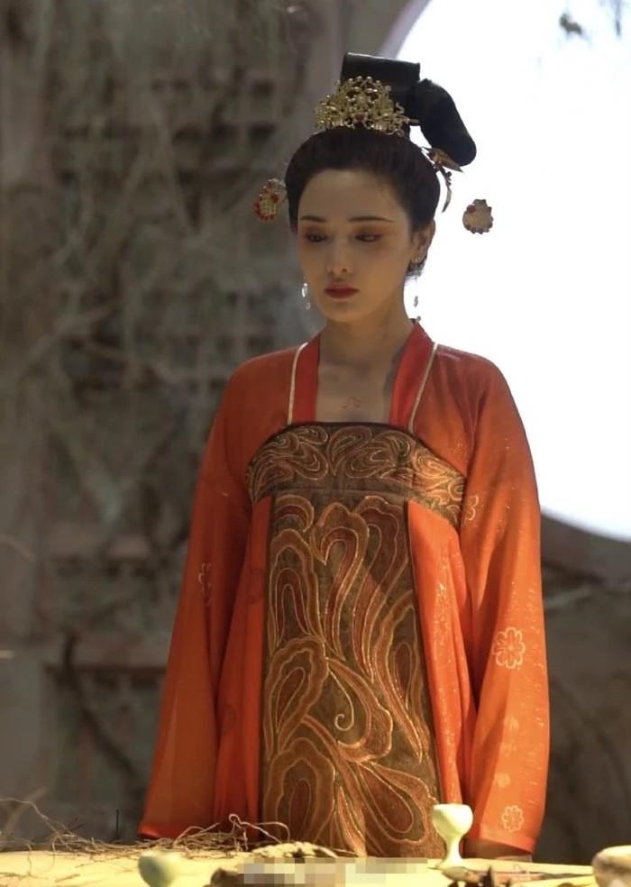 Gà cưng của Phạm Băng Băng - Bành Tiểu Nhiễm xinh đẹp trong tạo hình Dương Quý Phi - Hình 5
