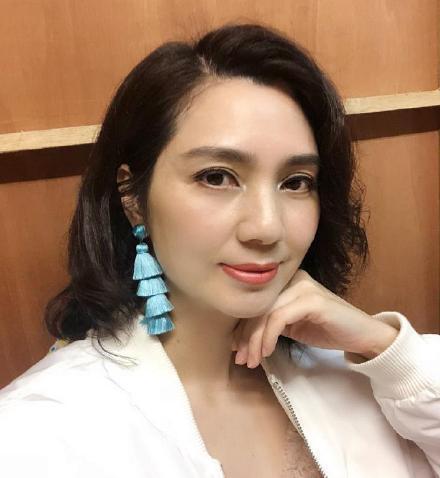 Hồng Hân tái xuất đóng phim, đăng hình ảnh trong trang phục cổ trang - Hình 3