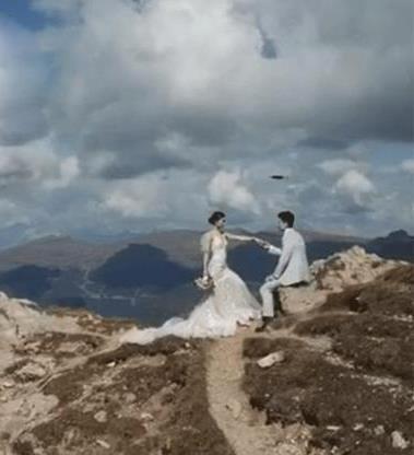 Sao Thiên long bát bộ và chồng đại gia chụp ảnh cưới bên vách núi - Hình 1