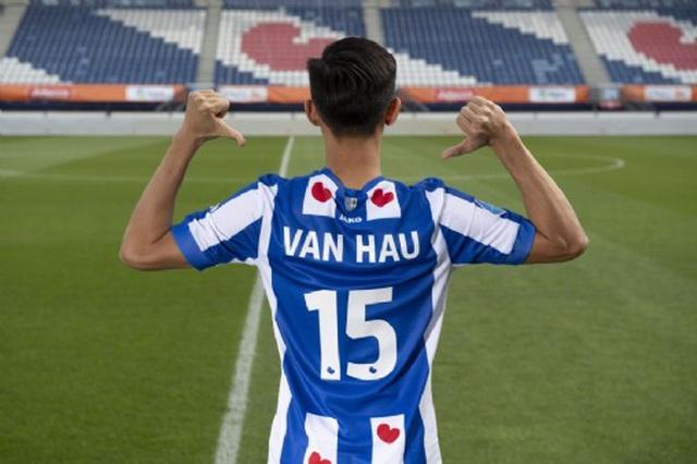 SC Heerenveen mở bán áo đấu của Văn Hậu tại Việt Nam - Hình 1