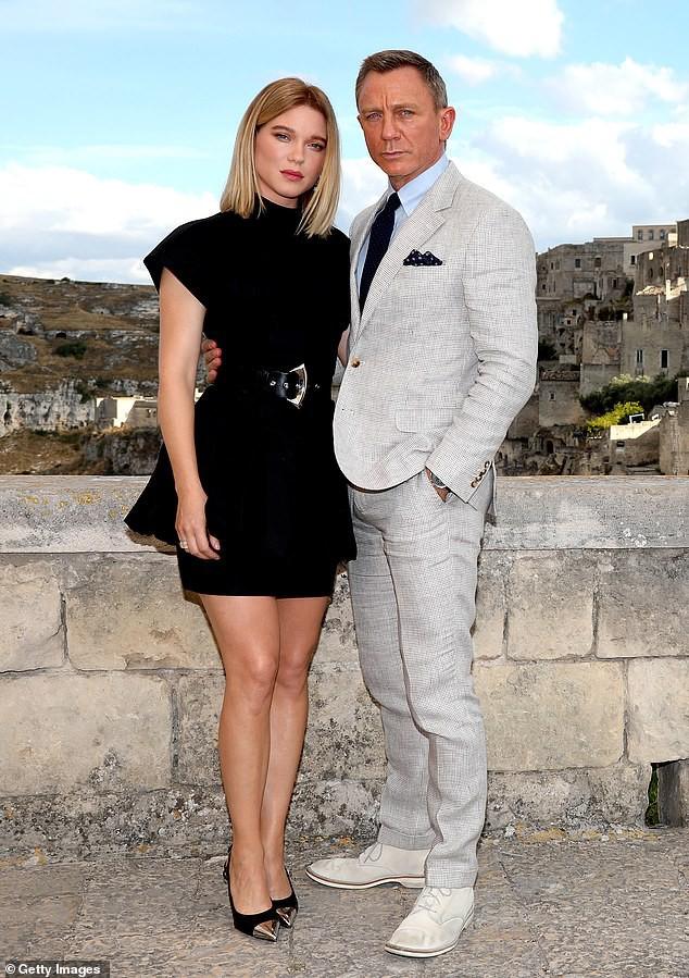 Tài tử James Bond phong độ, lịch lãm ở tuổi 51 bên mỹ nữ tóc vàng - Hình 5