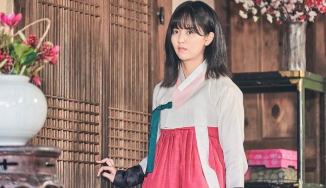 Tiểu Sử Chàng Nok Du tung teaser minh oan cho Kim So Hyun: Hoá ra tạo hình trên hiện đại - dưới truyền thống là có lí do? - Hình 3