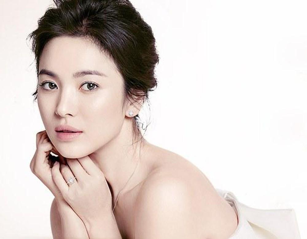 https://i.a4vn.com/2019/9/10/tips-de-trang-diem-suong-khoi-dep-nhu-song-hye-kyo-68607a.jpg