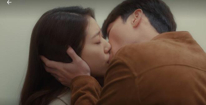 Ảnh cũ hot lại: Hyun Bin bị tóm sống nhìn Park Shin Hye đắm đuối ở hậu trường Hồi Ức Alhambra? - Hình 7