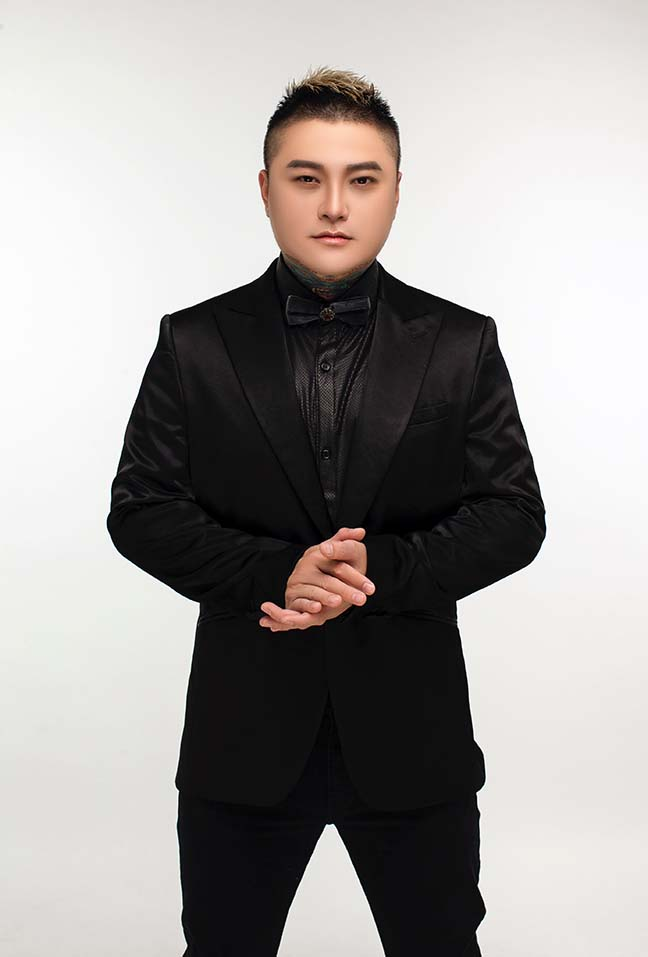 Ca sĩ Vũ Duy Khánh lần đầu tiết lộ phẫu thuật thẩm mỹ vì lý do đặc biệt - Hình 1