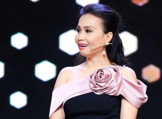 Cẩm Ly khoe hát live cải lương ngọt ngào sau thời gian mất giọng - Hình 1