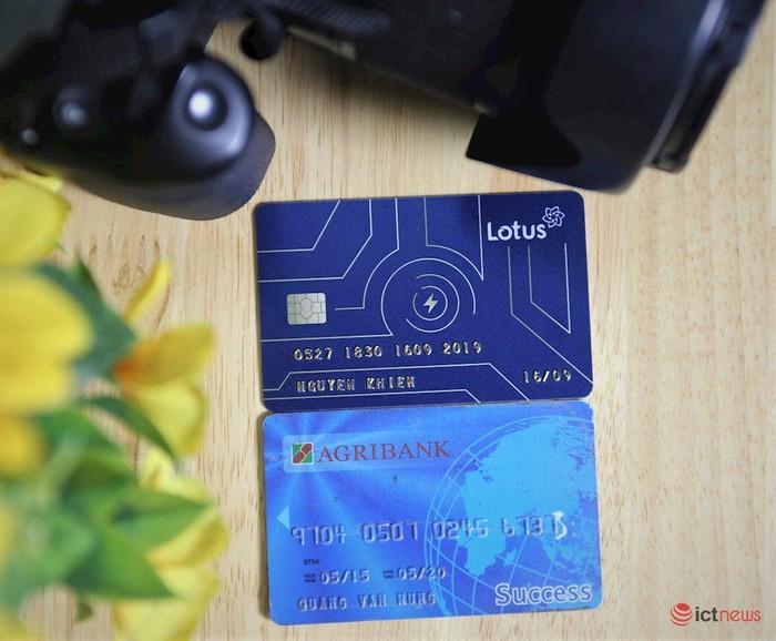 Cận cảnh thiệp mời thiên biến vạn hóa của mạng xã hội Lotus, có hình dạng như một chiếc thẻ ATM - Hình 2