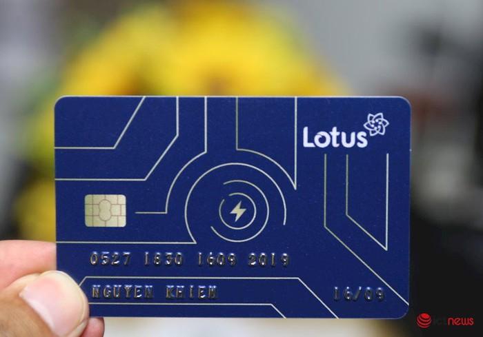 Cận cảnh thiệp mời thiên biến vạn hóa của mạng xã hội Lotus, có hình dạng như một chiếc thẻ ATM - Hình 3