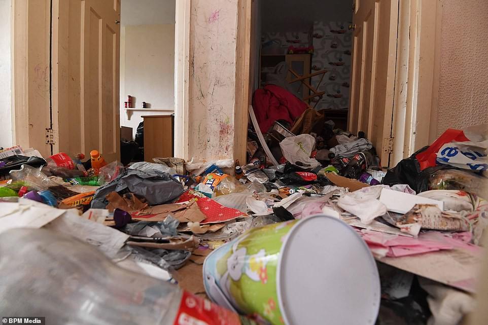 Cho bà mẹ 4 con thuê nhà trong 5 năm, chủ trọ buồn nôn khi nhìn thấy rác chất thành núi trong nhà, còn tốn hàng chục triệu để khắc phục - Hình 10