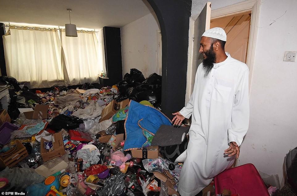 Cho bà mẹ 4 con thuê nhà trong 5 năm, chủ trọ buồn nôn khi nhìn thấy rác chất thành núi trong nhà, còn tốn hàng chục triệu để khắc phục - Hình 3