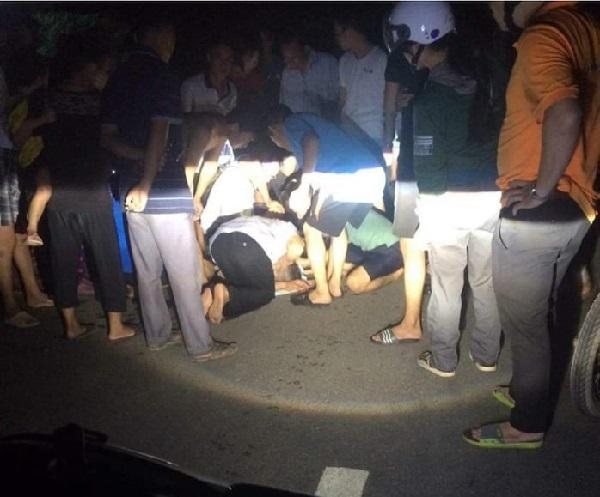 Chơi ngoài sân buổi tối, bé 4 tuổi rơi xuống giếng nước tử vong - Hình 1