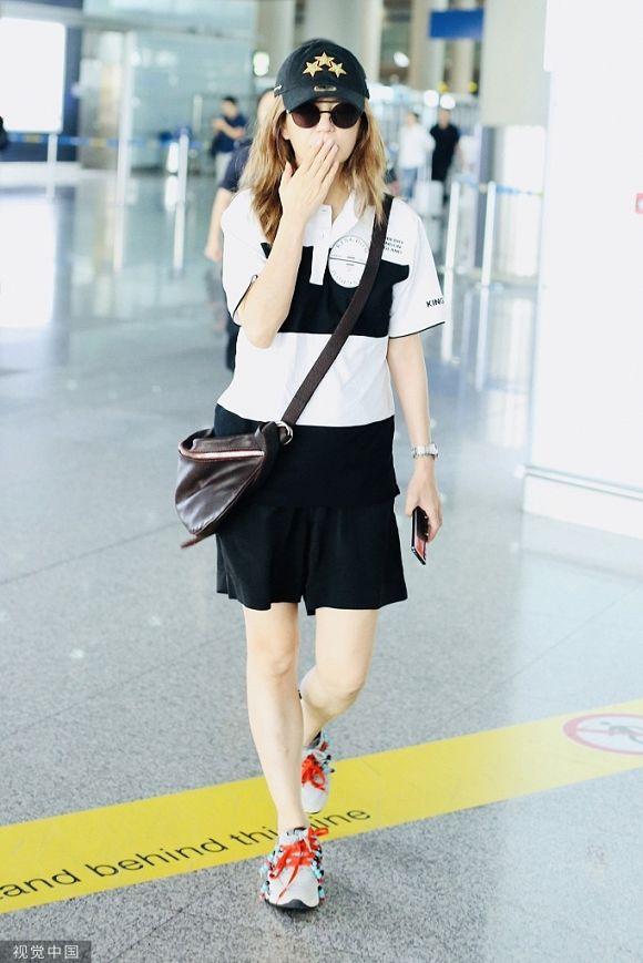 Có lẽ Triệu Vy nên học Phú sát Tần Lam cách diện đồ thời trang sân bay sao cho trẻ trung hơn - Hình 9
