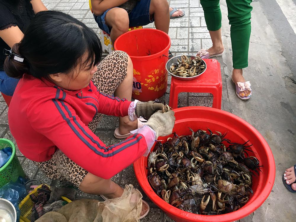 Cua đồng Campuchia lên ngôi: Cần thì alô, nhắn tin zalo hay FB cho người bán - Hình 1