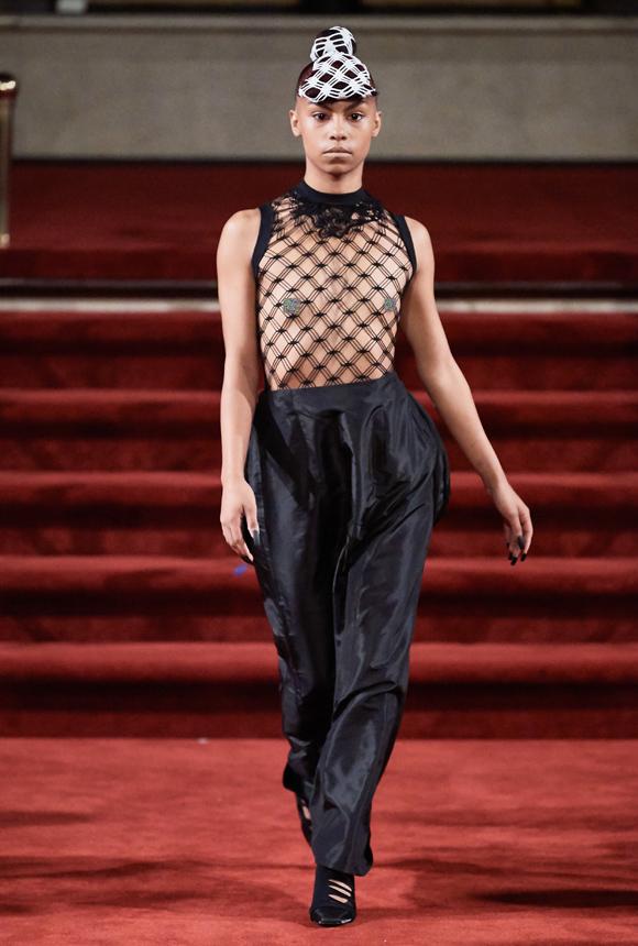 Dàn mẫu mặc áo lưới ở New York - Hình 3
