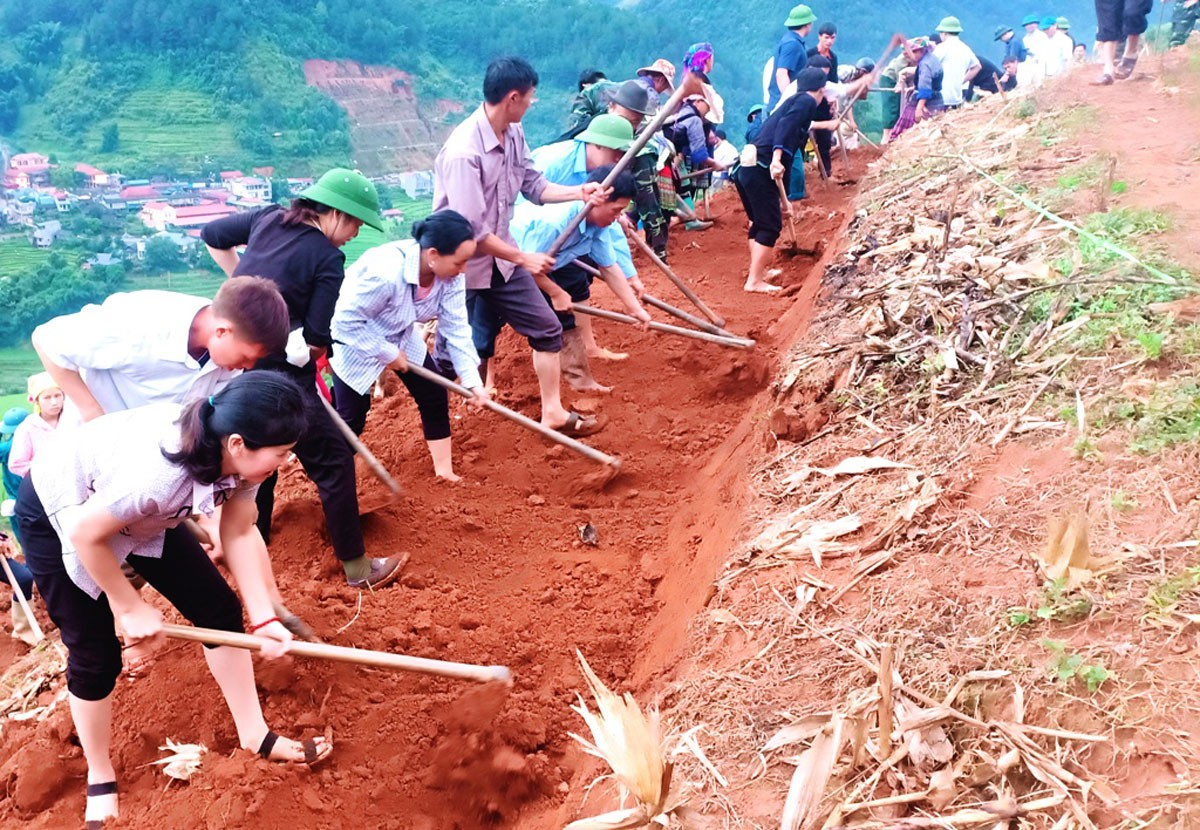 Gạt đồi, san núi khai hoang ruộng bậc thang ở Mù Cang Chải - Hình 12