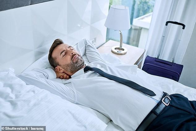 Giới khoa học khẳng định: Ngủ trưa ít nhất 2 lần/tuần giúp kéo dài tuổi thọ, giảm 48% nguy cơ đột quỵ - Hình 2