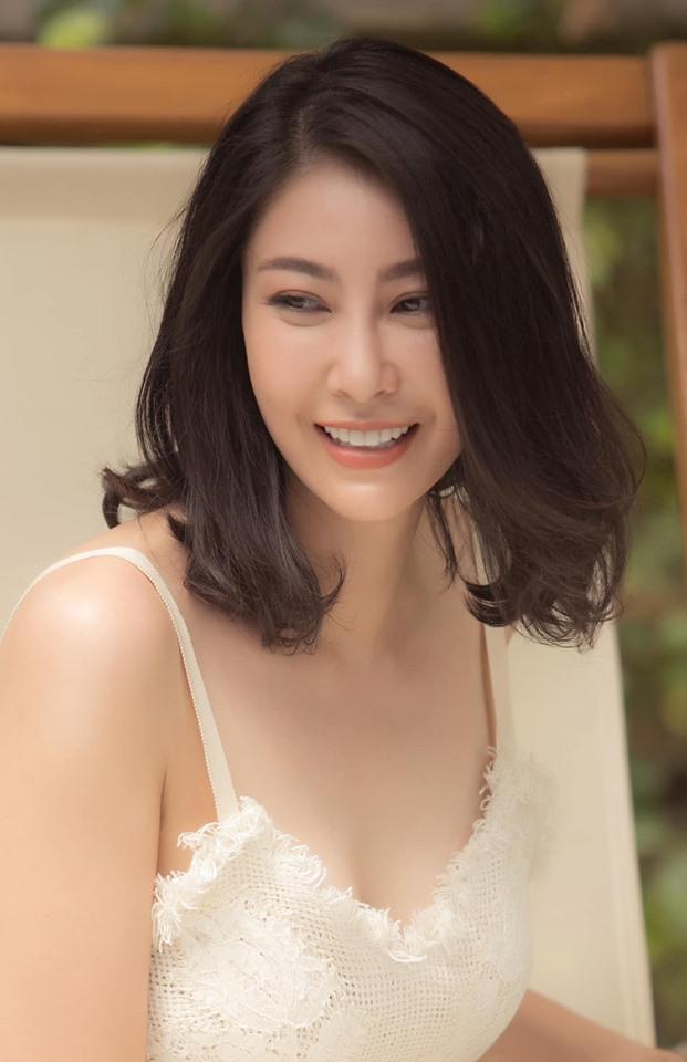 Hoa hậu 3 con Hà Kiều Anh tuổi 43 vẫn mặc trẻ trung đẹp như tranh - Hình 3