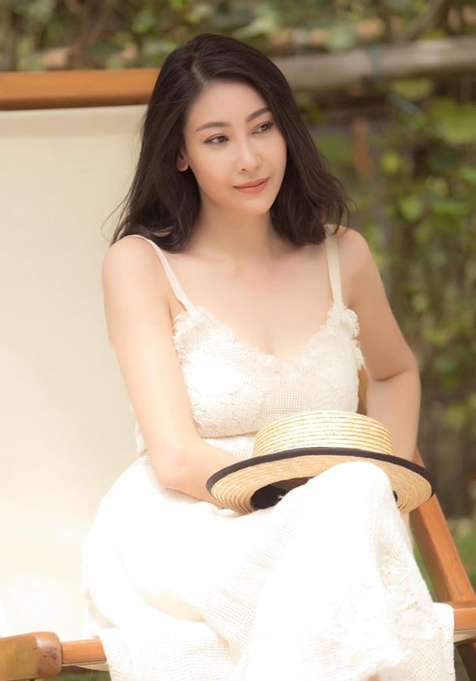 Hoa hậu 3 con Hà Kiều Anh tuổi 43 vẫn mặc trẻ trung đẹp như tranh - Hình 6