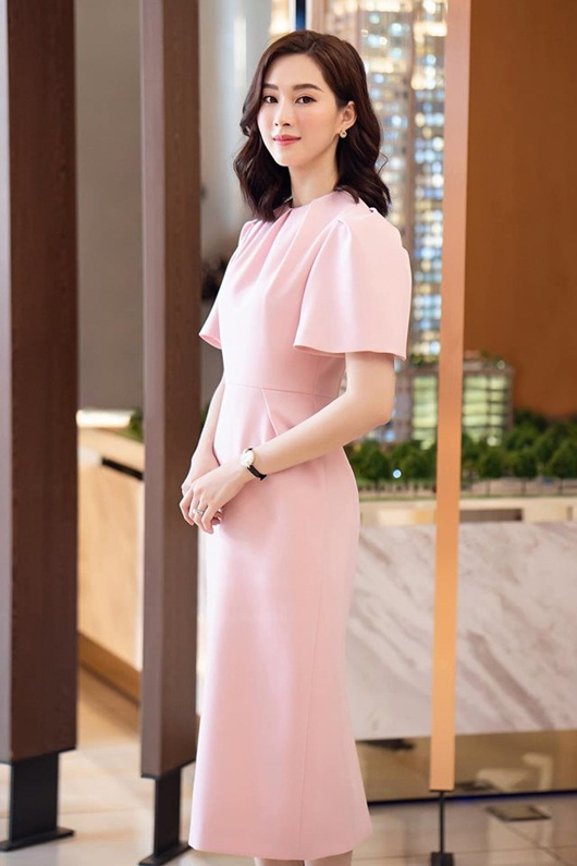 Hoa hậu Đặng Thu Thảo dịu dàng thanh lịch sánh đôi cùng ông xã Trung Tín - Hình 2