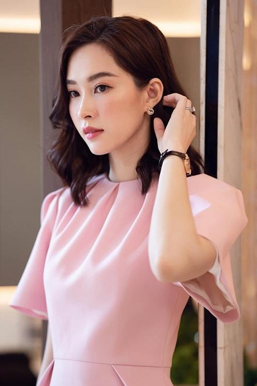 Hoa hậu Đặng Thu Thảo dịu dàng thanh lịch sánh đôi cùng ông xã Trung Tín - Hình 4