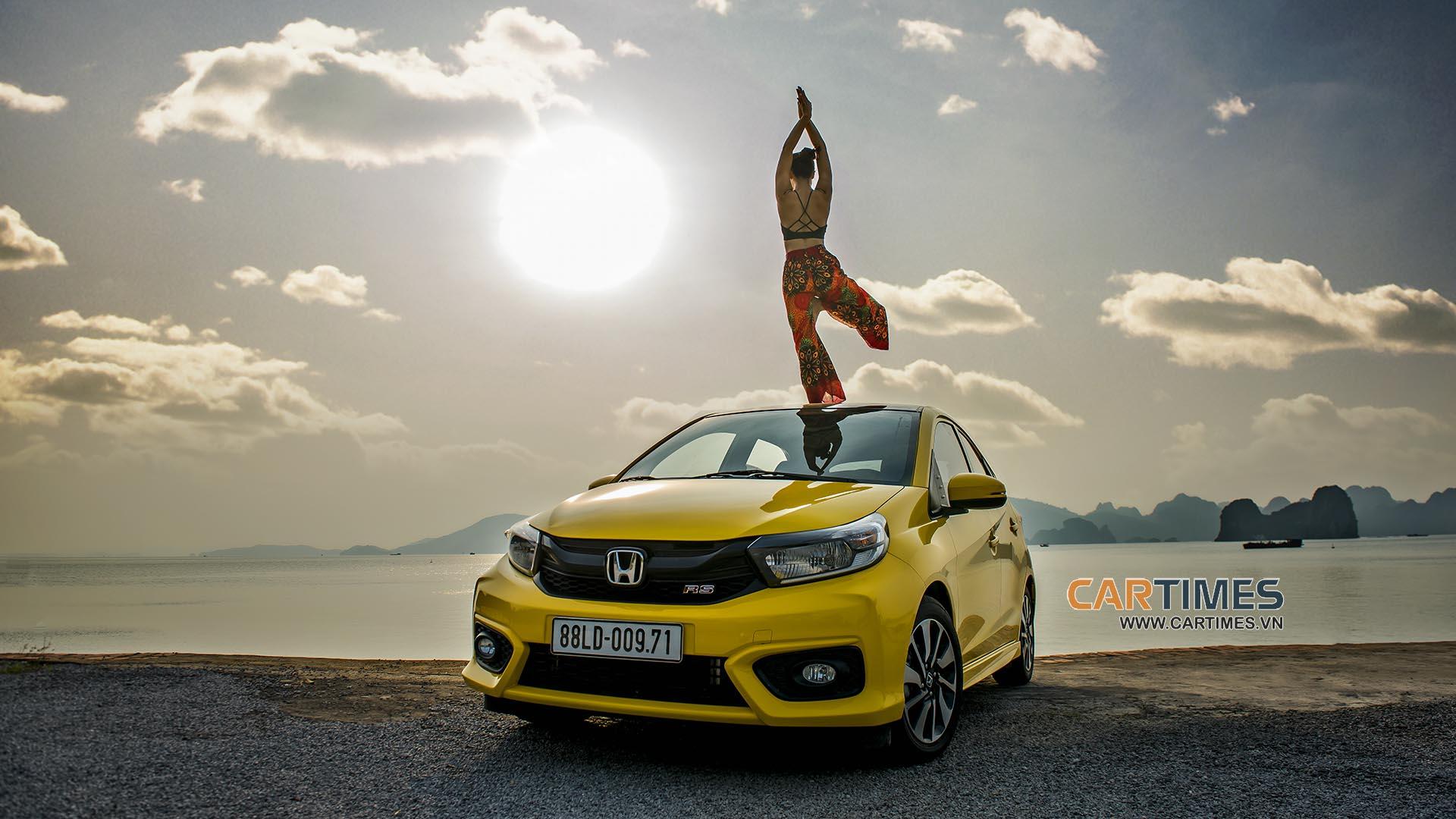 Làm chuyện không tưởng: Tập Yoga với Honda Brio RS 2019 - Hình 9