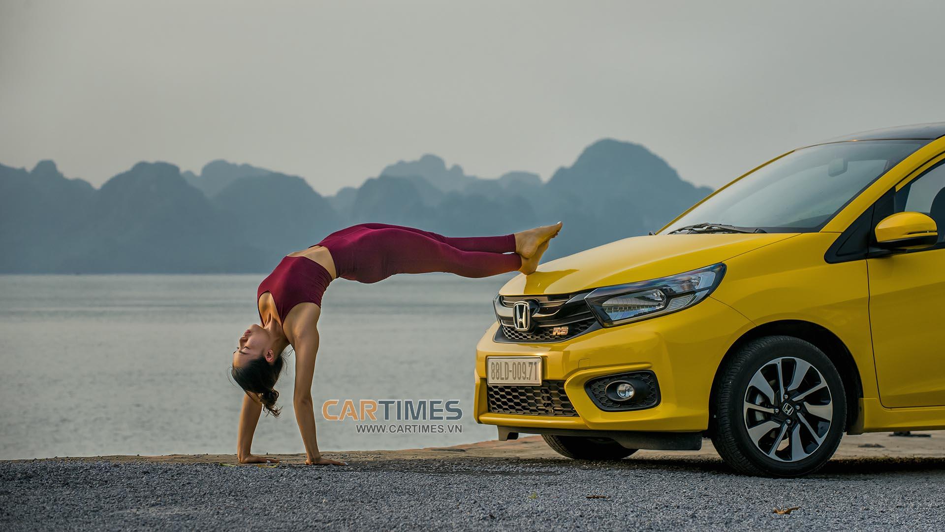 Làm chuyện không tưởng: Tập Yoga với Honda Brio RS 2019 - Hình 3