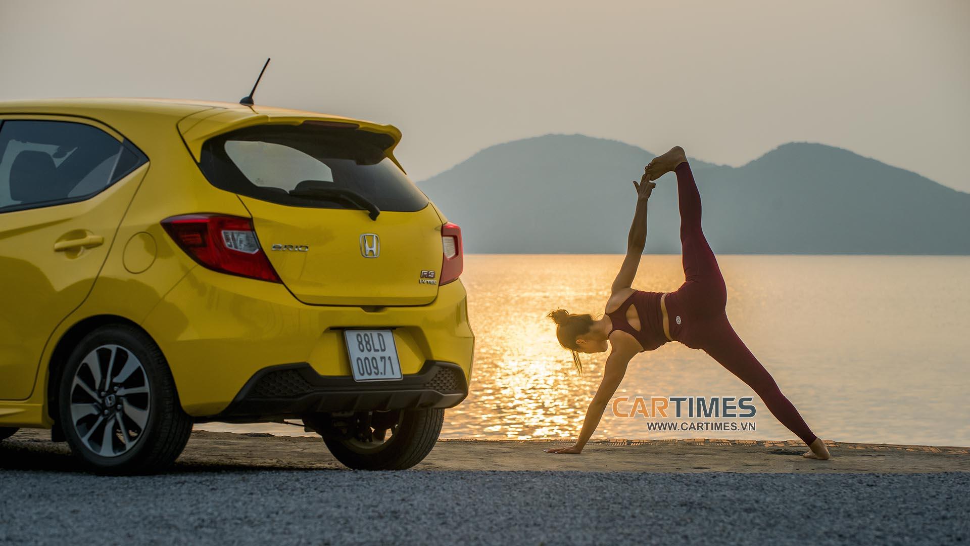 Làm chuyện không tưởng: Tập Yoga với Honda Brio RS 2019 - Hình 4