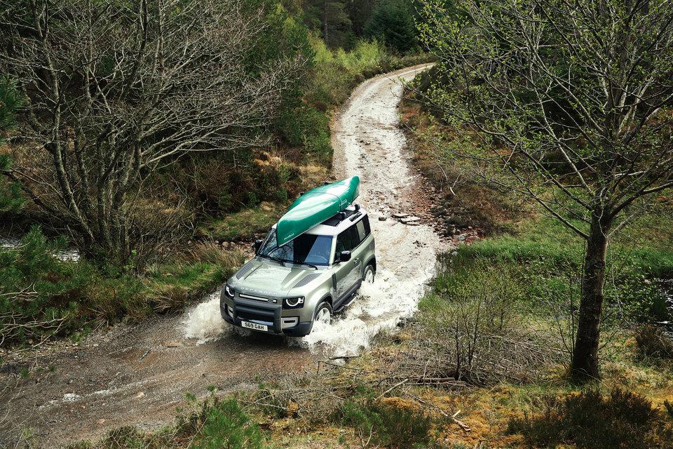 Land Rover Defender 2020 chính thức ra mắt, lạ lẫm và cục mịch - Hình 5