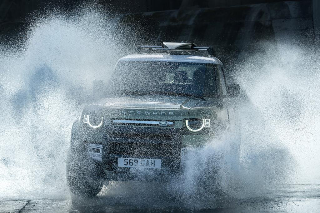Land Rover Defender 2020 chính thức ra mắt, lạ lẫm và cục mịch - Hình 6