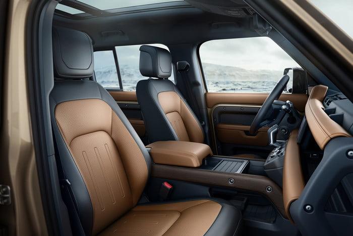 Land Rover Defender 2020 chính thức ra mắt, lạ lẫm và cục mịch - Hình 13