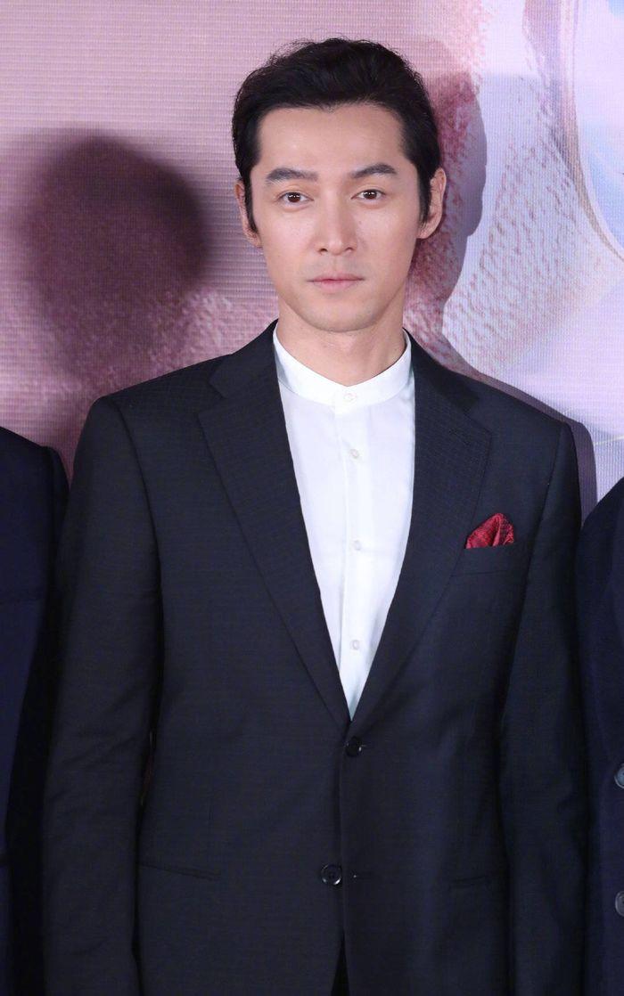Loạt sao Cbiz dự Gala phim PRC: Khoảnh khắc Vương Tuấn Khải - Dịch Dương Thiên Tỉ và Lưu Hạo Nhiên đứng cạnh nhau - Hình 4