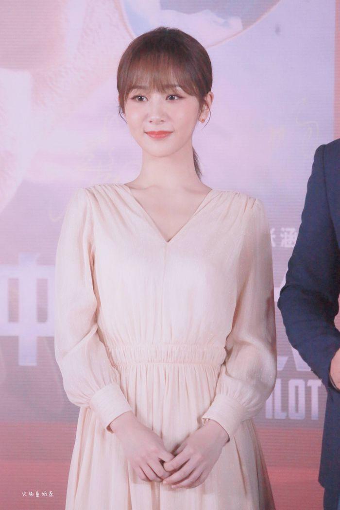 Loạt sao Cbiz dự Gala phim PRC: Khoảnh khắc Vương Tuấn Khải - Dịch Dương Thiên Tỉ và Lưu Hạo Nhiên đứng cạnh nhau - Hình 13