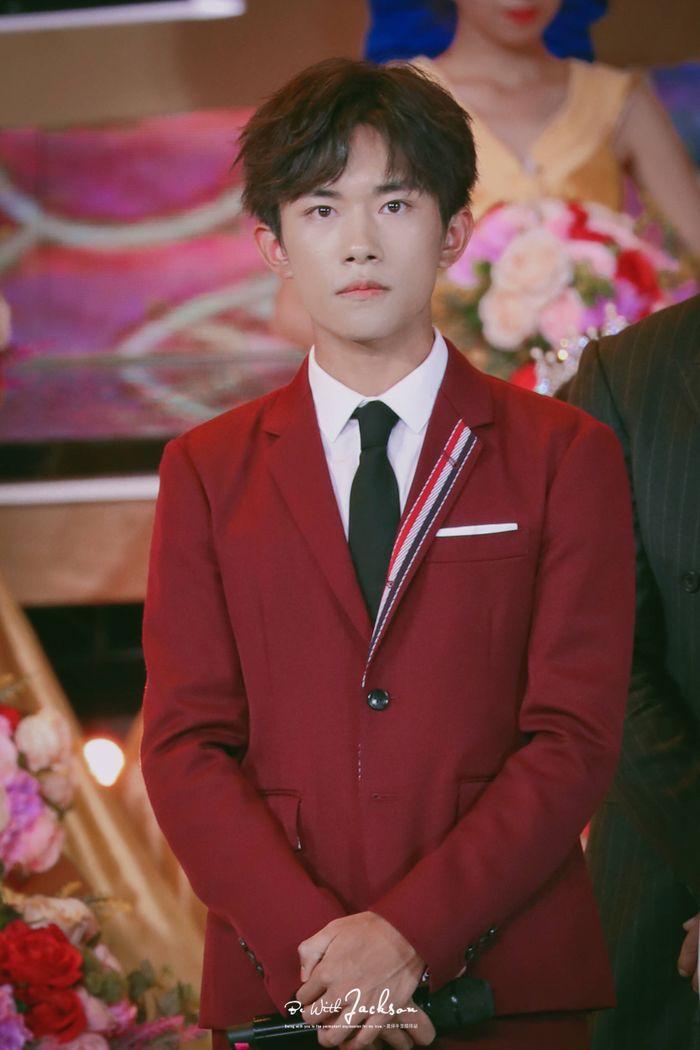Loạt sao Cbiz dự Gala phim PRC: Khoảnh khắc Vương Tuấn Khải - Dịch Dương Thiên Tỉ và Lưu Hạo Nhiên đứng cạnh nhau - Hình 26
