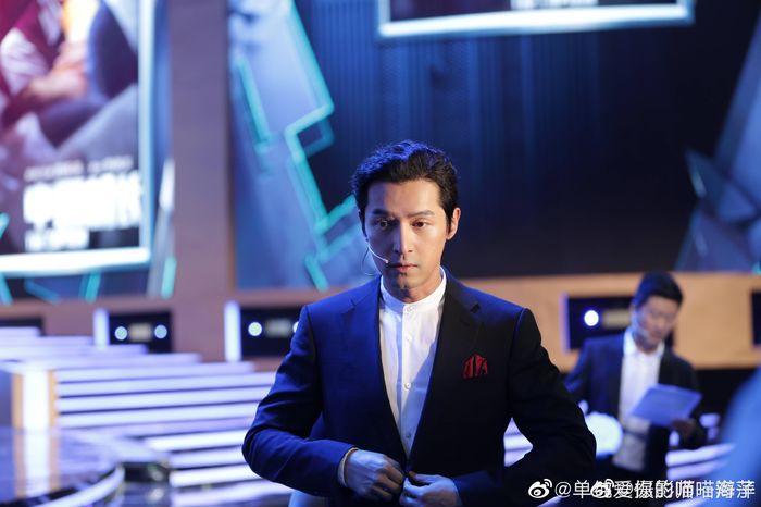 Loạt sao Cbiz dự Gala phim PRC: Khoảnh khắc Vương Tuấn Khải - Dịch Dương Thiên Tỉ và Lưu Hạo Nhiên đứng cạnh nhau - Hình 7