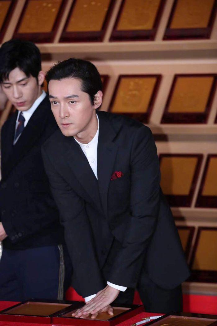 Loạt sao Cbiz dự Gala phim PRC: Khoảnh khắc Vương Tuấn Khải - Dịch Dương Thiên Tỉ và Lưu Hạo Nhiên đứng cạnh nhau - Hình 5