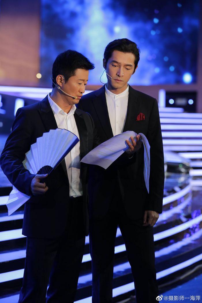 Loạt sao Cbiz dự Gala phim PRC: Khoảnh khắc Vương Tuấn Khải - Dịch Dương Thiên Tỉ và Lưu Hạo Nhiên đứng cạnh nhau - Hình 6