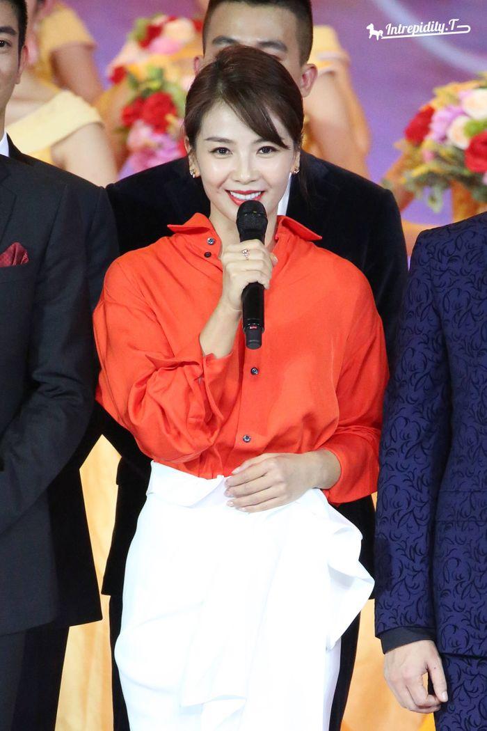 Loạt sao Cbiz dự Gala phim PRC: Khoảnh khắc Vương Tuấn Khải - Dịch Dương Thiên Tỉ và Lưu Hạo Nhiên đứng cạnh nhau - Hình 10