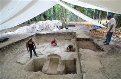 Ngã ngửa khi mở cửa mộ cổ Maya 2.500 tuổi - Hình 3