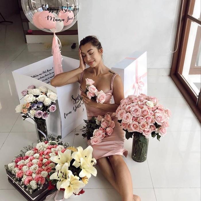 Ngắm thân hình siêu hấp dẫn của vợ Bechkham Indonesia - Hình 7