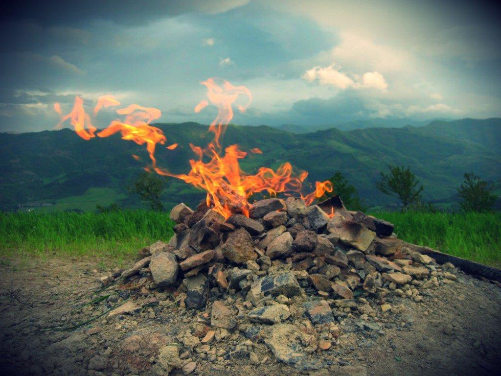 Núi lửa nhỏ nhất thế giới, cao hơn 1 m - Hình 1