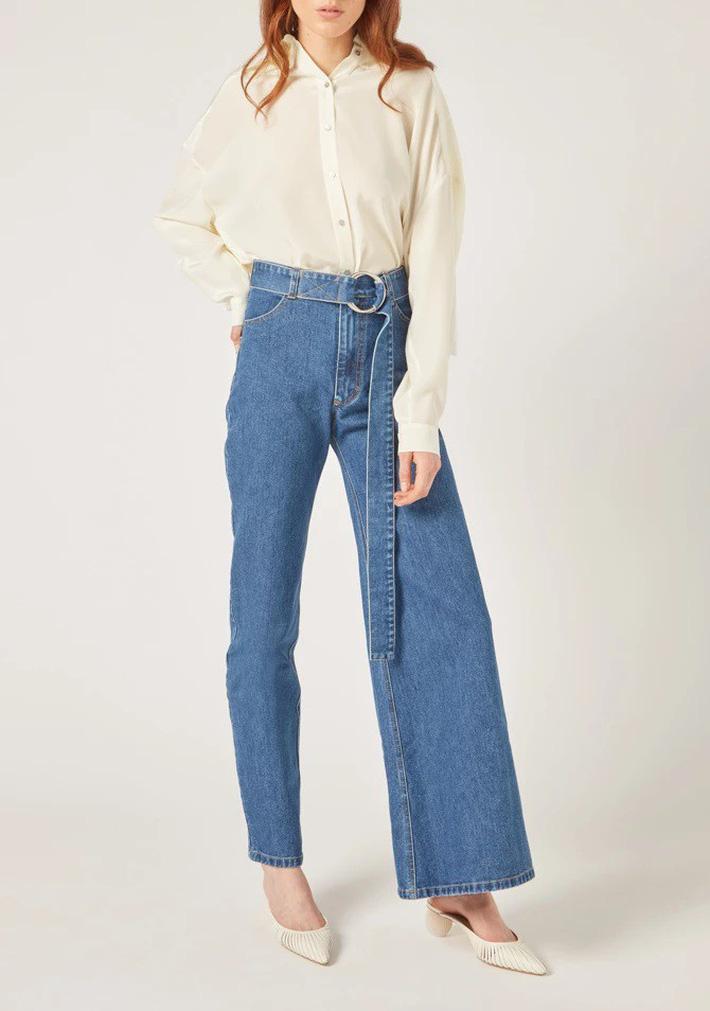 Ở Việt Nam, nếu không phải Phượng Chanel thì hẳn chẳng ai có thể tự tin diện được mẫu quần jean nửa nạc nửa mỡ này - Hình 5