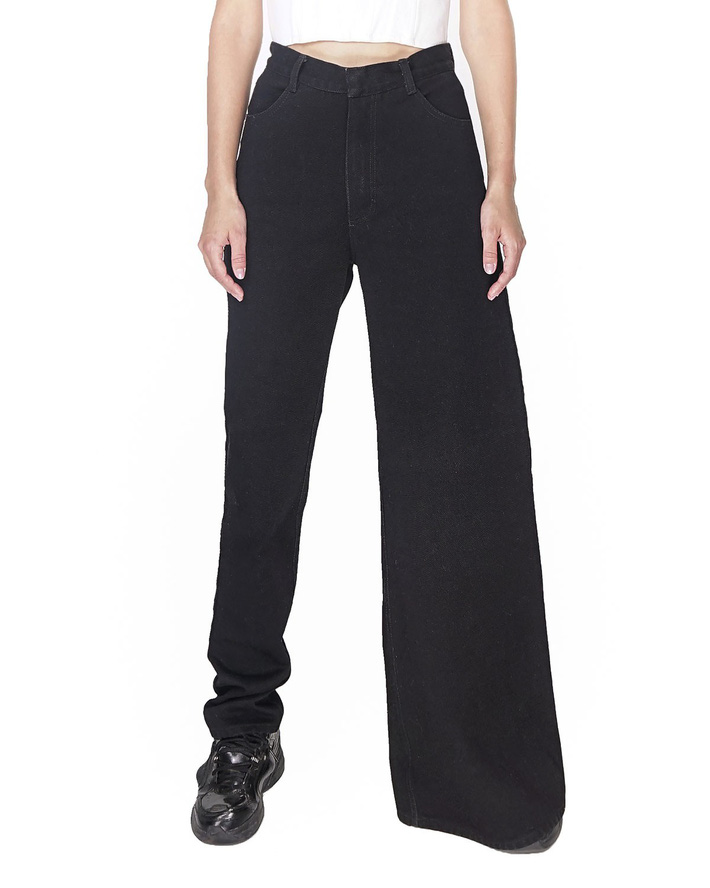 Ở Việt Nam, nếu không phải Phượng Chanel thì hẳn chẳng ai có thể tự tin diện được mẫu quần jean nửa nạc nửa mỡ này - Hình 3