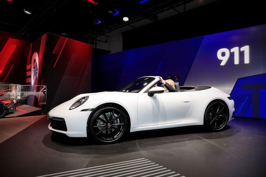 Porsche 911 Carrera 4 Coupe và Cabrio 2020 ra mắt công chúng, giá từ 2,4 tỷ VNĐ - Hình 3