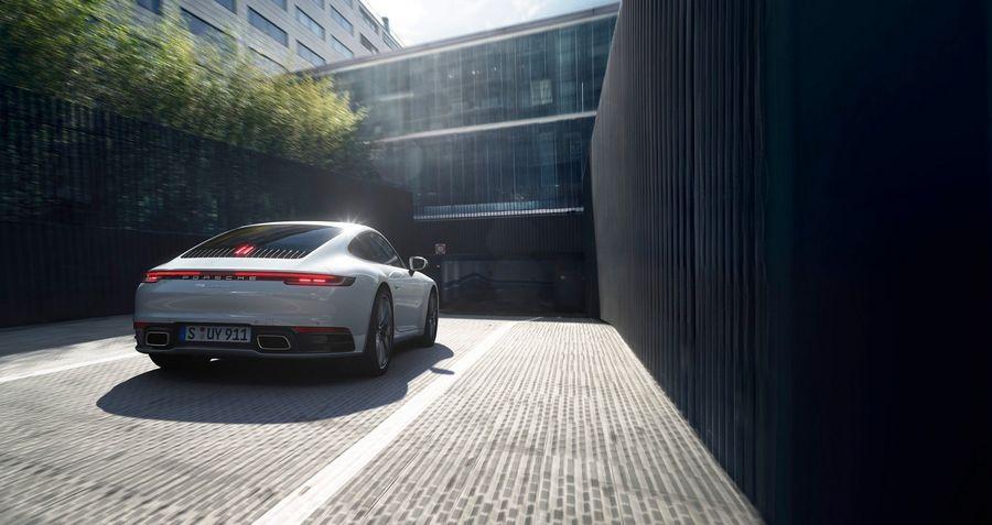 Porsche 911 Carrera 4 Coupe và Cabrio 2020 ra mắt công chúng, giá từ 2,4 tỷ VNĐ - Hình 2
