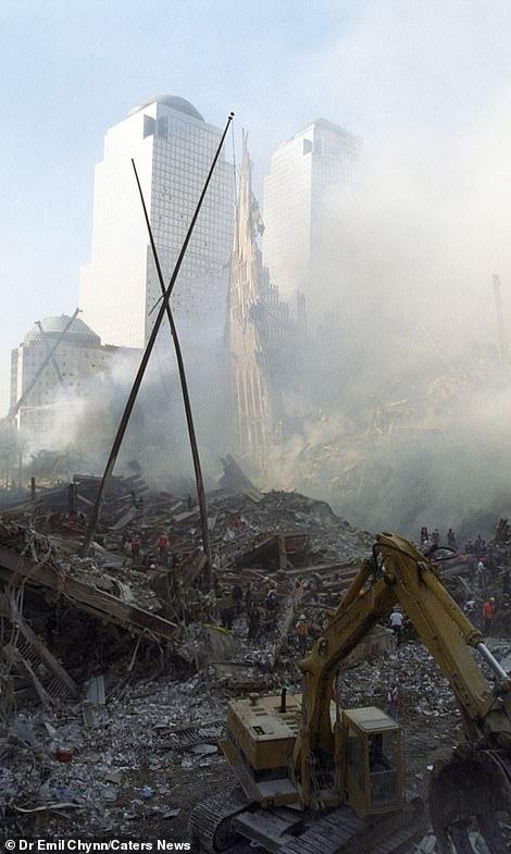 Sốc: Ảnh chưa từng tiết lộ về hiện trường kinh hoàng vụ khủng bố 11/9 - Hình 4