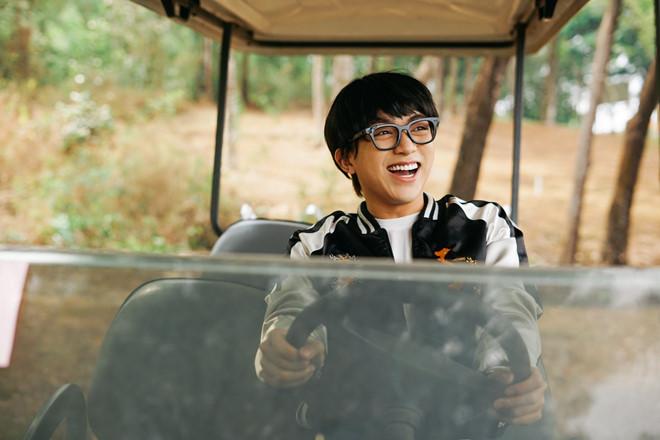Soobin Hoàng Sơn tuổi 27 - tin đồn dao kéo và ồn ào yêu Hiền Hồ - Hình 8