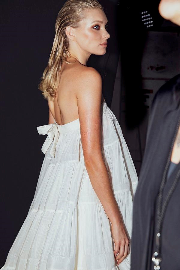 Style gợi cảm của thiên thần Victorias Secret diễn ở show Công Trí - Hình 2